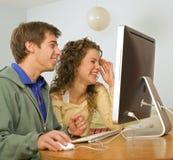 计算机夫妇少年 免版税图库摄影