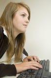 计算机女孩使用 库存图片