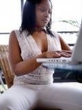 计算机女孩她的开会 免版税库存图片