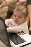 计算机女孩膝上型计算机 免版税库存图片