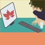 计算机妇女咖啡杯艺术创造性的现代例证平的样式传染媒介增进海报 免版税库存图片
