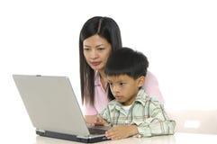 计算机孩子使用 免版税库存照片
