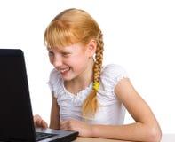 计算机有趣味游戏的女孩 免版税图库摄影