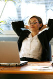 计算机服务台膝上型计算机妇女 免版税库存照片