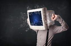 计算机爆炸在的显示器屏幕年轻人朝向 免版税图库摄影
