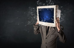 计算机爆炸在的显示器屏幕年轻人朝向 免版税库存照片
