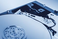 计算机硬盘驱动器硬盘驱动器特写镜头蓝色颜色口气 免版税库存照片