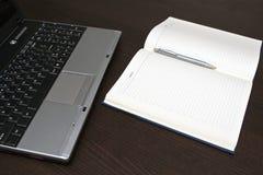 计算机笔记本纸张 免版税库存图片