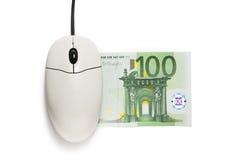 计算机老鼠和一百欧元钞票 库存图片