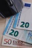 计算机老鼠和欧洲钞票 免版税库存照片