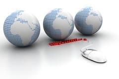 计算机老鼠连接了到地球和领域。 库存图片