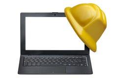 计算机膝上型计算机前面被隔绝的安全帽保护 免版税库存图片