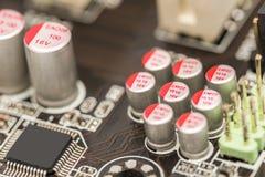 计算机芯片电容器和电阻器 免版税库存图片
