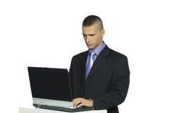 计算机英俊的膝上型计算机人工作 库存照片