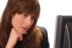 计算机逗人喜爱的夫人用户年轻人 免版税库存照片