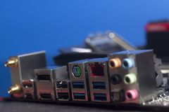 计算机部件底板USB音频,以太网连接器USB 3,0,在主板的HDMI在蓝色 库存照片