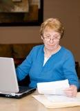 计算机高级妇女工作 库存照片