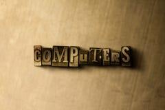 计算机-脏的葡萄酒在金属背景的被排版的词特写镜头  库存图片