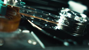 计算机techologies 数据存储 服务器机架,开放计算机硬盘 盘,纺锤的里面和 股票录像