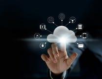 计算的云彩,未来派显示技术连通性 免版税库存照片