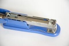 订书机是蓝色的 免版税库存照片