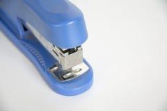 订书机是蓝色的 图库摄影