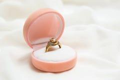 订婚金戒指 库存图片