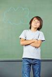 认为在学校的亚裔孩子 免版税库存图片