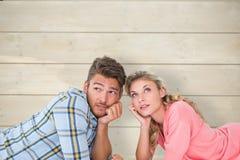 认为有吸引力的年轻的夫妇的综合图象说谎和 免版税库存照片