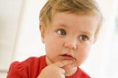 认为的婴孩户内 库存照片