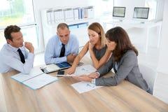 讨论的商业小组工作 库存照片