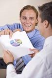 讨论的生意人财务成果 免版税图库摄影