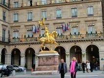 让娜d在金字塔地区的`弧的纪念碑在巴黎 图库摄影
