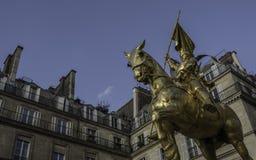 让娜D'ark纪念碑在巴黎(圣贞德) 免版税库存图片