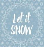 让它下雪用在多雪的背景的雪花报道的信件 免版税库存照片