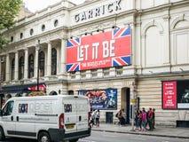 让它是戏剧广告牌, Garrick剧院,伦敦 免版税库存照片