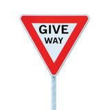 让路文本优先权出产量公路交通标志,大详细的被隔绝的路旁标志特写镜头 库存照片