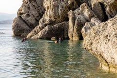 训练在潜水在黑海 库存照片