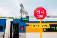 训练并且停止警报信号村川,韩国 免版税图库摄影