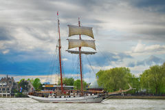 训练国际集合点高船赛船会的风帆 免版税图库摄影