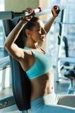 训练在健身房的体育 库存照片