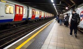 训练在国王的Cross StPancras地铁站在伦敦 库存照片