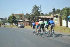 训练在埃塞俄比亚的骑自行车者 免版税库存照片
