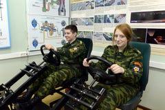 训练在驾驶在警察的军校学生军团的模拟器 免版税库存图片
