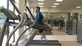 训练在Kranevo旅馆复合体的健身房在保加利亚 股票视频