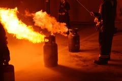 训练安全和知识的消防队员排练 库存照片
