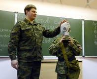 训练投入在防毒面具 免版税库存照片