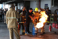 训练2016年10月21日的基本的消防在曼谷,泰国 库存照片