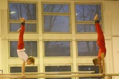 训练的小辈体操运动员 免版税库存照片