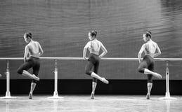 训练纬向条花基本的舞蹈培训班的 图库摄影